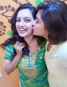 sankruti-balgude-with-bride-shruti-marath