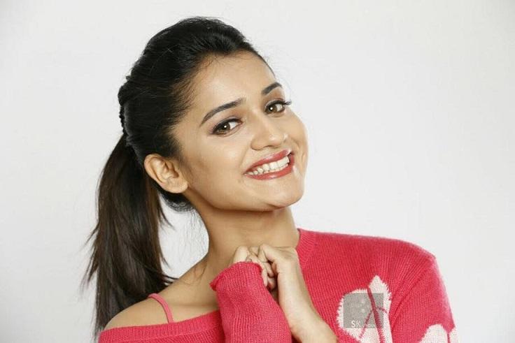 Hruta Durgule HD Photos - STAR Marathi
